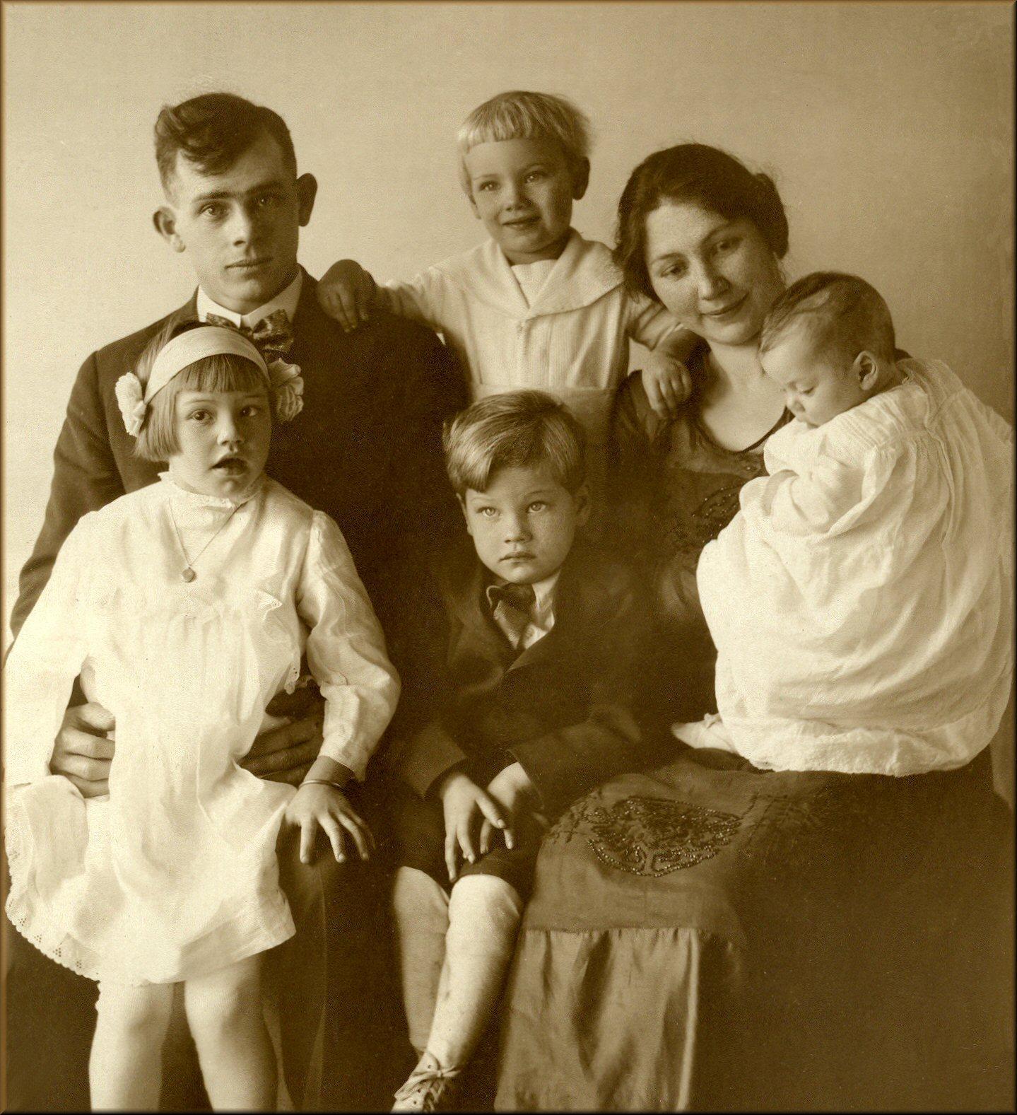 Joseph William Hall Family, 1919