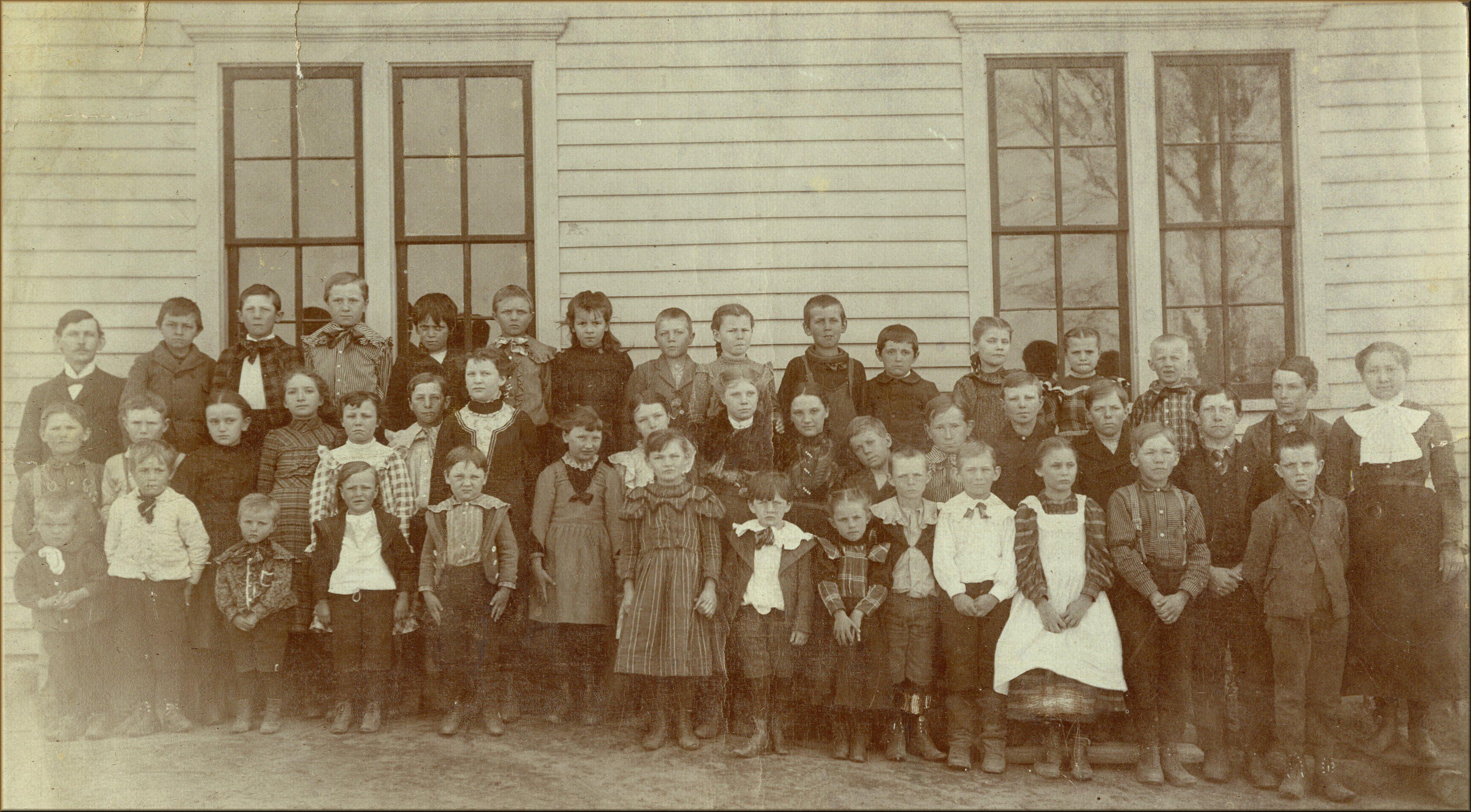 Ludington MIchigan class picture, circa 1900